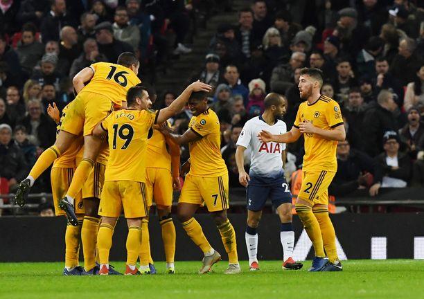 Wolves-pelaajat hakivat sensaatiomaisen vierasvoiton Wembleyltä.