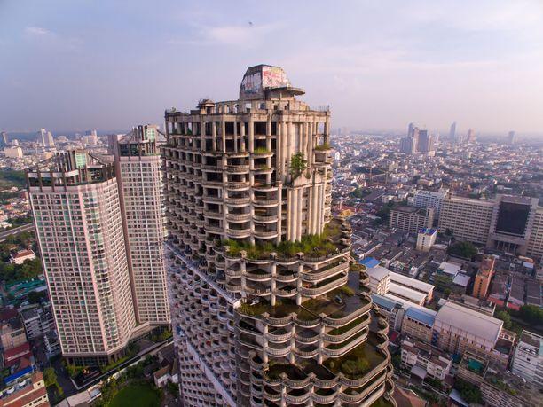 Sathorn Unique -pilvenpiirtäjän rakentaminen pysähtyi Aasian talouskriisin iskiessä.