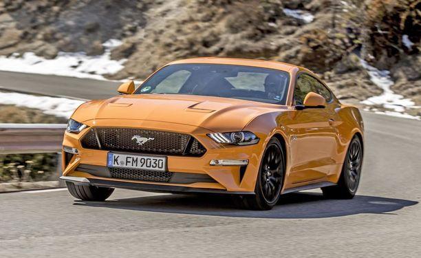 Uuden Mustang GT:n keulalla mylvii 450-hevosvoimainen V8.