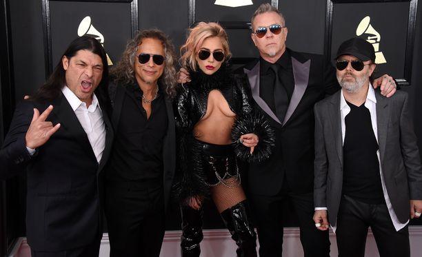 Metallica ja Lady Gaga esiintyivät yhdessä Grammy-gaalassa.