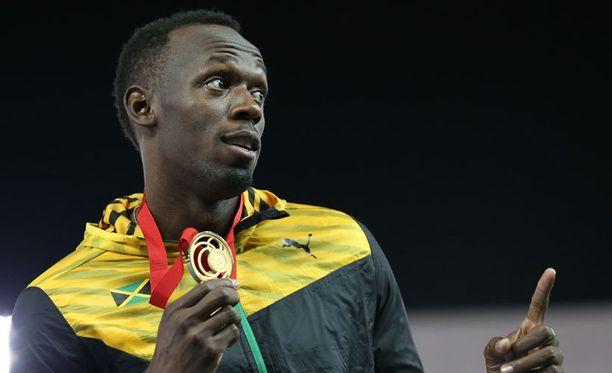 Usain Bolt on jalkapallossa keskikenttämies.