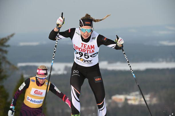 Laura Mononen pohtii uransa jatkoa.