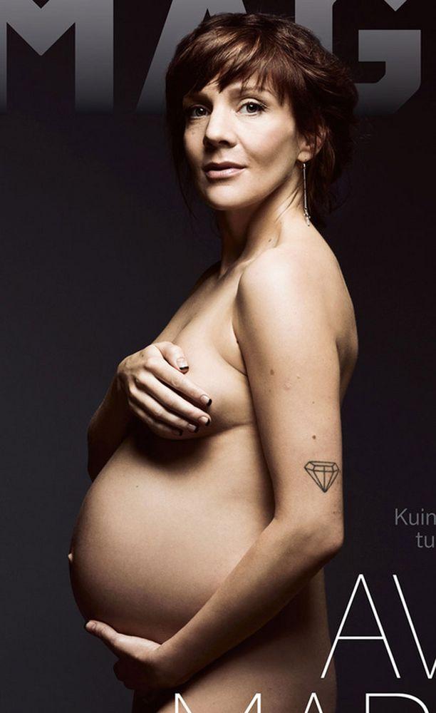 Maria Veitola poseeraa Imagen kannessa Demi Mooren innoittamaan tyyliin.