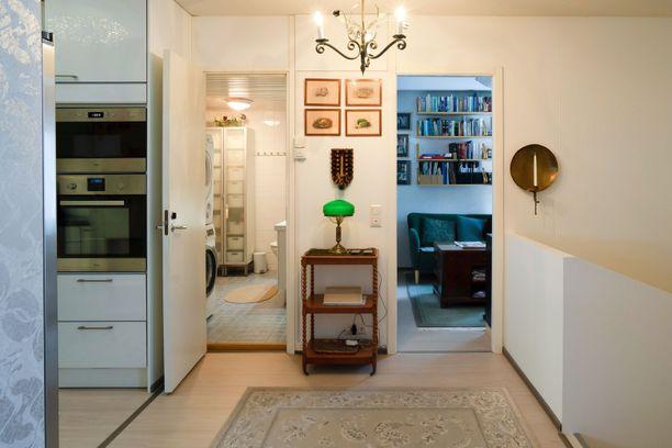 Asunnossa on mukavasti neljä huonetta ja keittiö sekä sauna.