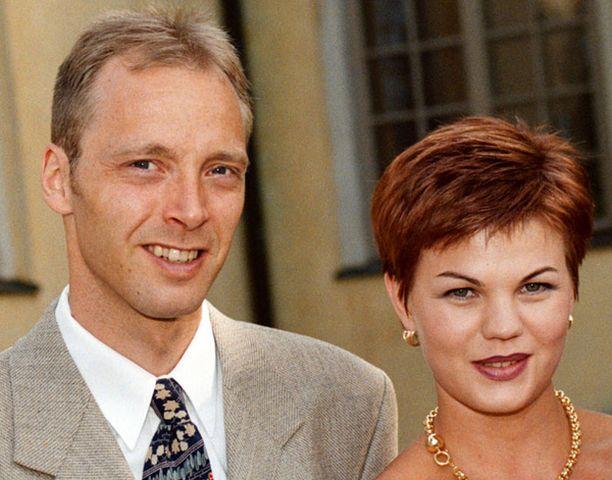 Mika ja Suvi Myllylä päätyivät eroon 11 avioliittovuoden jälkeen. Kuva vuodelta 1998.