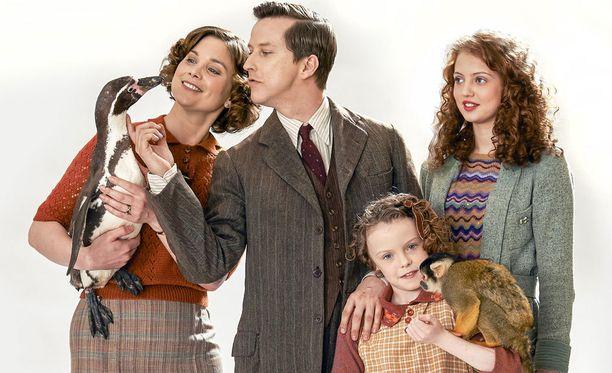 Lizzie-vaimo ja pieni June asettuvat tukemaan Georgen eläintarhahanketta. Kuinka siihen suhtautuu teini-ikäinen Mew-tytär?