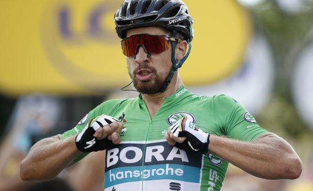 Peter Sagan nappasi etappivoiton Quimperissa voimakkaalla loppukirillään.