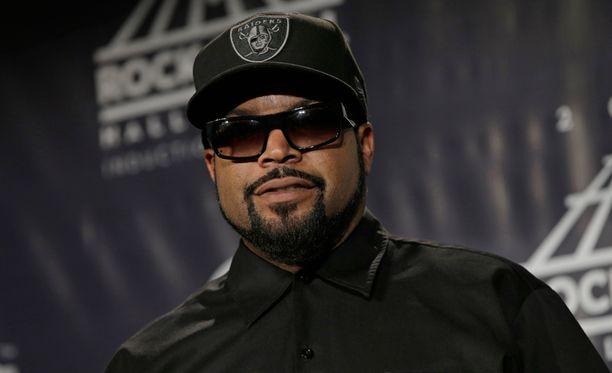 Rap-yhtye N.W.A. valittiin Rock N' Roll Hall Of Fameen perjantaina.
