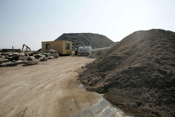 Kantakaupungin rakennustyömailta kärrättiin kalliosta räjäytettyä louhetta pahimmillaan satoja kuormia vuorokaudessa.