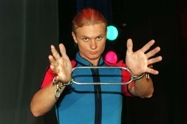 Iiro Seppänen oli kuuluisa taikuri jo nuorena. Kuva vuodelta 1997.