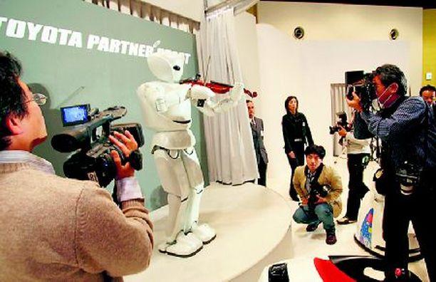 Robo-Kuusisto Tokiossa esitelty robottiviulisti antaa käsitteelle konemusiikki täysin uuden merkityksen.