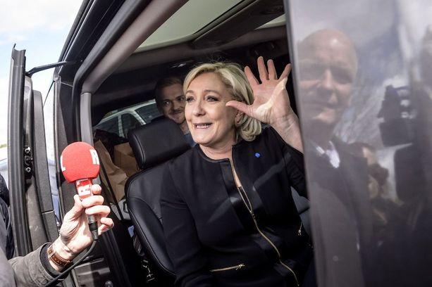 Marine Le Pen on ennusteista huolimatta vaarallinen vastus Emmanuel Macronille.