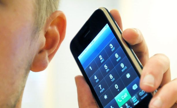 Ylioppilaskokelaan kokeet hylättiin taskussa soineen kännykän vuoksi.