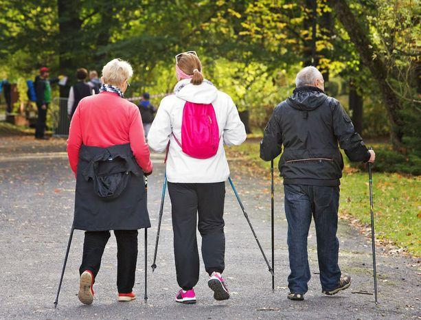 Muun muassa kävely ja sauvakävely sopivat hyvin sydämen vajaatoimintaa potevien liikuntamuodoksi.