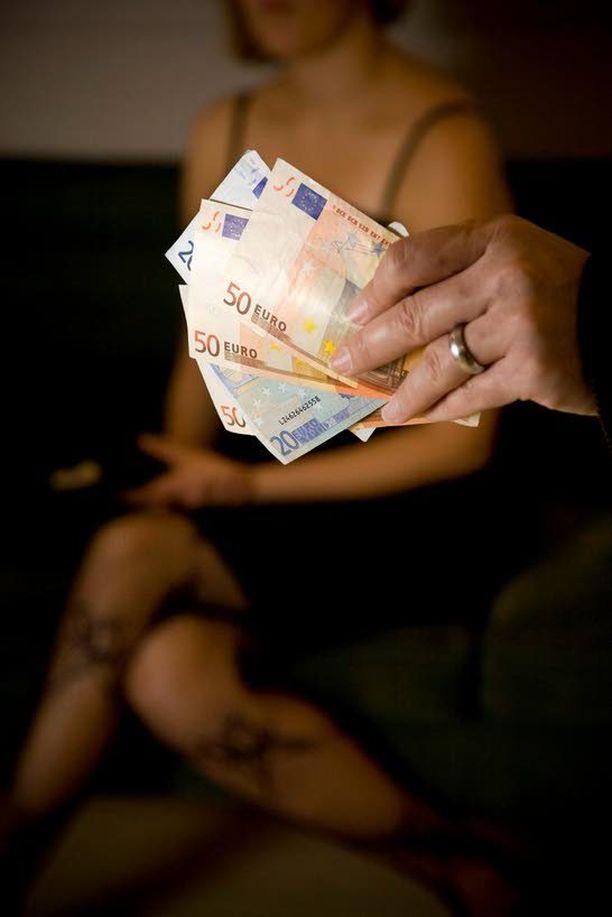 Valtaosa asiakkaiden maksamista rahoista jäi prostituoiduille itselleen.
