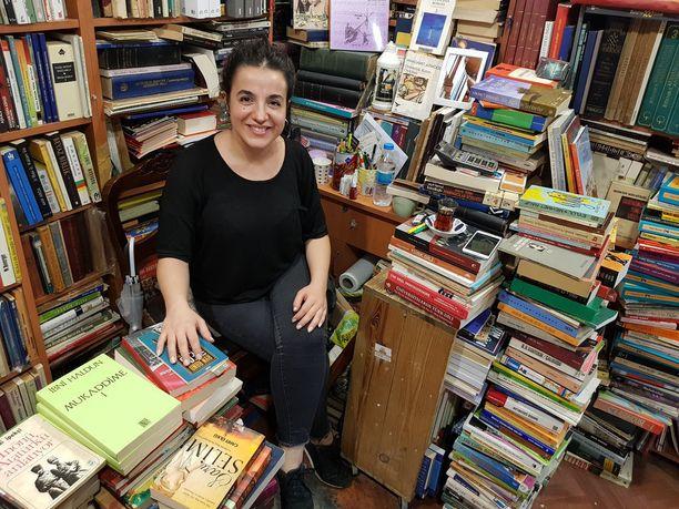 Ismihan aikoo lopettaa käytetteyjen kirjojen liikkeensä Istanbulissa, koska kulut ovat liian suuret.