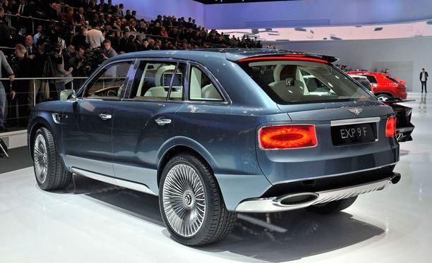 Vuonna 2012 SUVin sivumuoto näytti tältä.