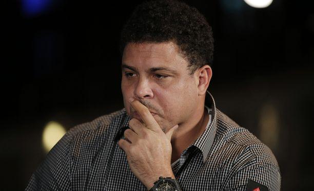 Antaakohan Ronaldo alaikäiselle Ronald-pojalleen ruusuja vai risuja?