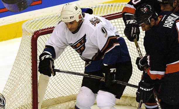 Joe Murphyn (vas.) NHL-ura päättyi Washington Capitalsin paidassa.