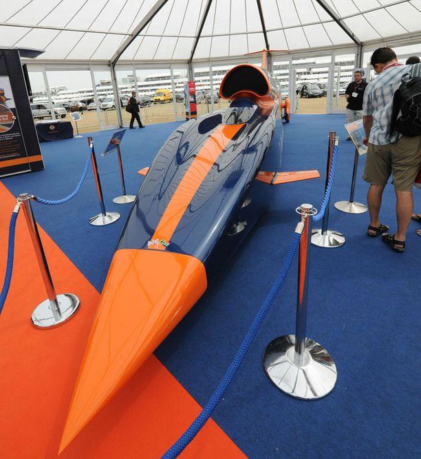 Bloodhound SSC esiteltiin Farnboroughn ilmailumessuilla. Kynänmallisen auton oletetaan rikkovan nopeusennätys parin vuoden kuluttua.
