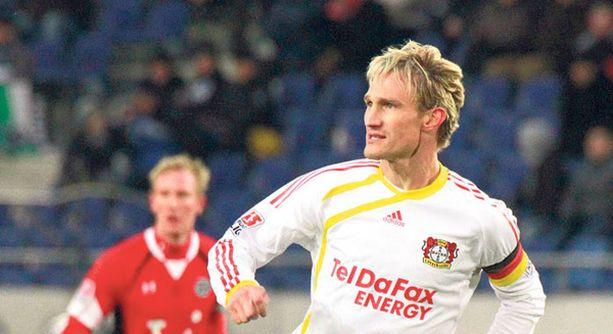 Sami Hyypiään luotetaan Leverkusenissakin jo kipparinnauhan arvoisesti.