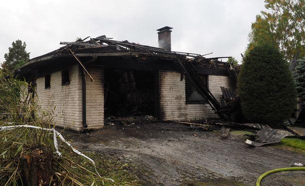 Talo tuhoutui palossa asumiskelvottomaksi ja purettiin.