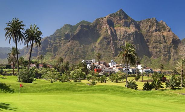 El Patio -hotelli on rakennettu vuonna 1565 valmistuneeseen rakennukseen, jota ympäröivät banaaniplantaasit.