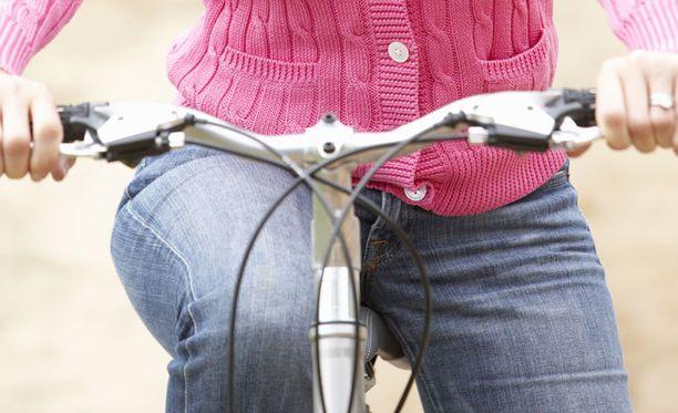 Polkupyörässä ei ollut lainkaan valoa. Kuvan kaksipyöräinen ei liity tapaukseen.