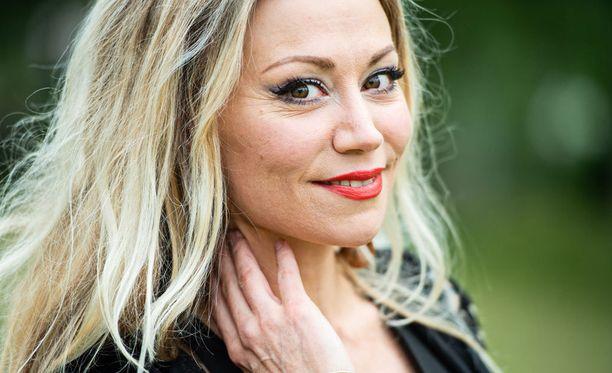 Anna Eriksson teki tänä kesänä paluun festarilavoille kuuden vuoden tauon jälkeen. Hänen tuoreimmastaMana-albumista on vierähtänyt aikaa viisi vuotta.