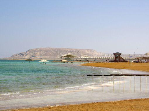 Kelluminen suolaisessa Kuolleessameressä ei unohdu ikinä!