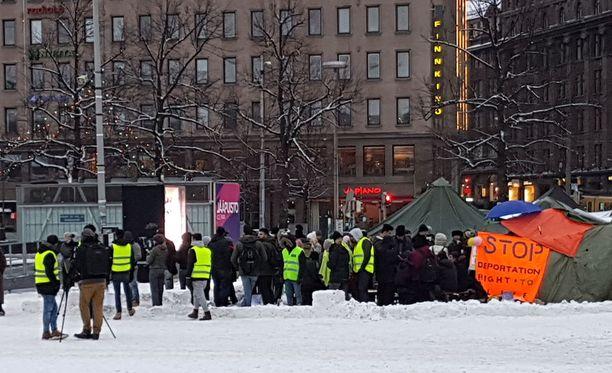 Poliisi ennakoi tänään levottomuuksia Rautatientorilla.