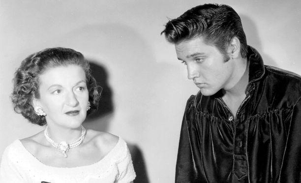Elvis palkkasi Truden juuri ennen ensimmäistä elokuvarooliaan.