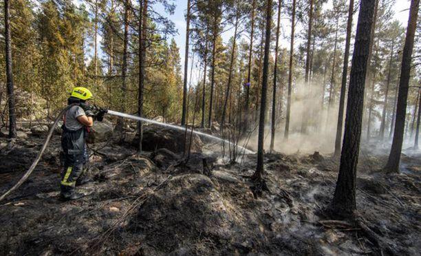 Pyhärannan palopaikalla on sammutustöissä edelleen noin 120-130 pelastajaa.