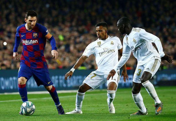 FC Barcelona ja Real Madrid saattavat kohdata toisensa supercupin finaalissa tulevana sunnuntaina.