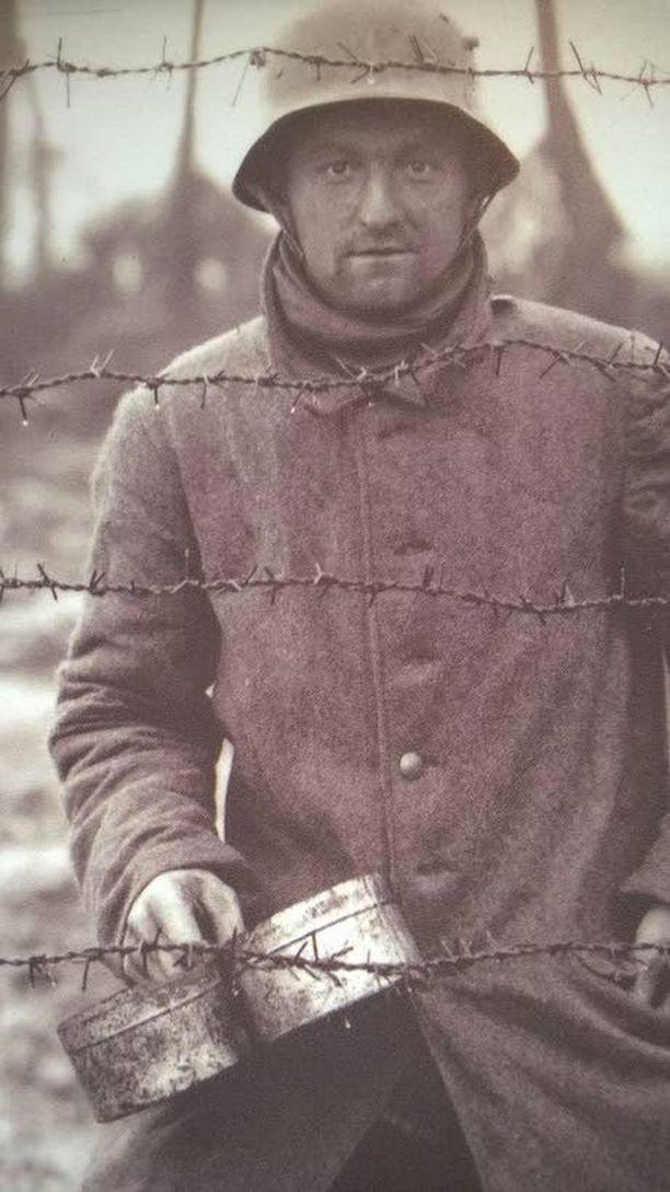 Ypresin taisteluissa kuoli 1,2 miljoonaa sotilasta. Yhteensä ensimmäisessä maailmansodassa kuoli yli kahdeksan miljoonaa sotilasta.