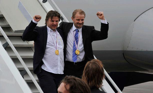 Pasi Nurminen ja Petri Matikainen kuuluivat Leijonien valmennustiimiin Bratislavan MM-kisoissa 2011.