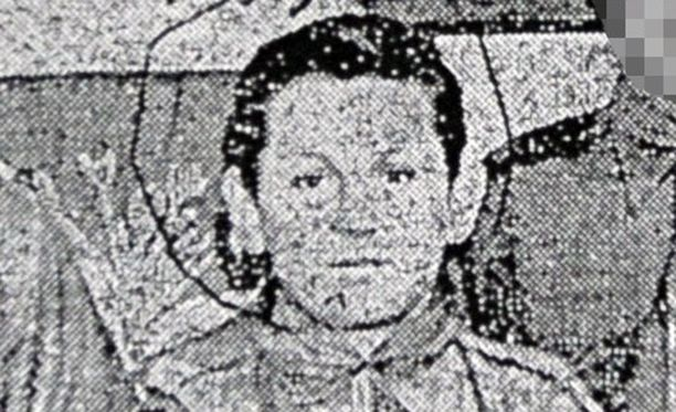 Edward Hayes lastenkodin ryhmäkuvassa 14-vuotiaana, jolloin nunna tuli raskaaksi.