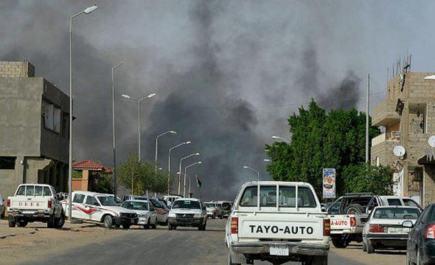 Sabha on noin 130 000 asukkaan kaupunki. Siellä puhkeaa usein heimojen välisiä väkivaltaisuuksia.