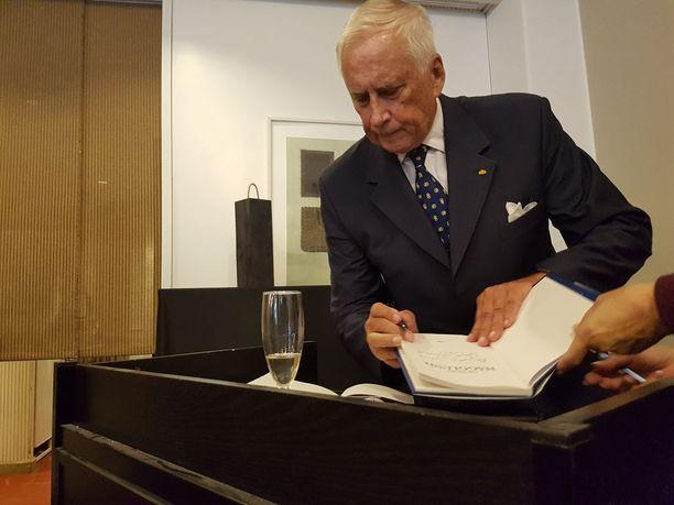 Kenraali Gustav Hägglund uutuuskirjansa tiedotustilaisuudessa Otavassa 5.9.2018.