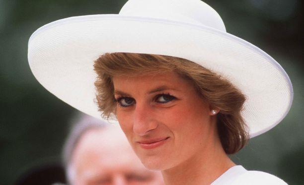Prinsessa Diana vietti viimeisen kesänsä Dodi Fayedin kanssa.