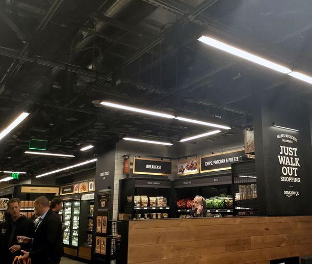 Tuotteet siirtyvät virtuaaliseen ostoskoriin, kun ne poistetaan hyllystä.