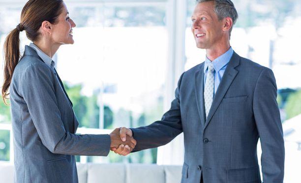 Miehet ovat valmiimpia vaihtamaan paikkakuntaa työpaikan vuoksi kuin naiset.