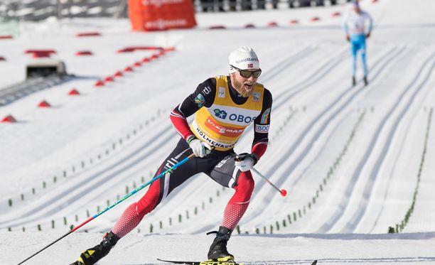 Martin Johnsrud Sundby juhli viikonloppuna voittoa Holmenkollenin 50 kilometrillä. Iivo Niskanen taipui 9,9 sekunnilla.