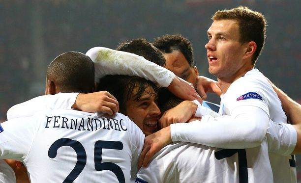 James Milner juhli Manchester Cityn kolmatta maalia.