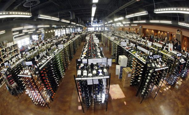 """Yhdysvaltojen Utahissa on """"rajoitusmalli"""" (control model) eli osavaltio vastaa esimerkiksi viinin ja väkevien alkoholijuomien myynnistä. Kuva Salt Lake Cityn alkoholimyymälästä."""