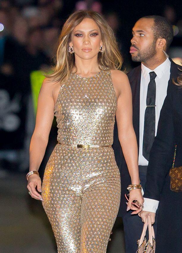 Tässä kultaisessa jump-suitissa Jennifer hurmasi amerikkalaiset tv-katsojat viime vuonna.