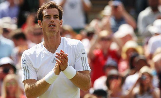 Tennistähti Andy Murray otti kantaa Suarez-kohuun.