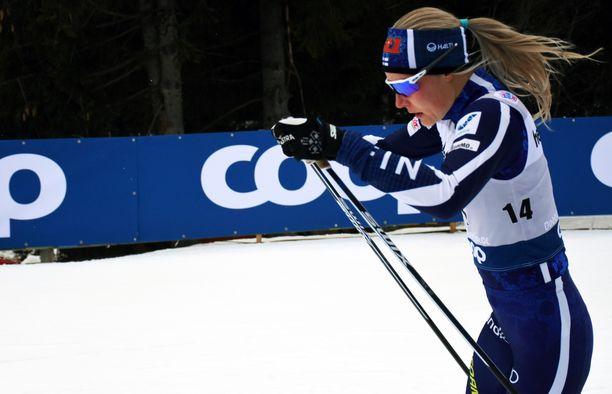 Anne Kyllönen on viimeksi maailmancupissa päässyt kymmenen joukkoon tammikuun lopussa 2017. Sunnuntaina Tour de Skin toisella etapilla hän oli 60:s.