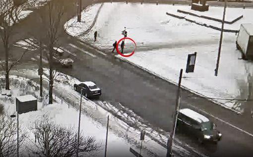 Juha Sipilän kimppuun käytiin suojatiellä – Video välikohtauksesta julki