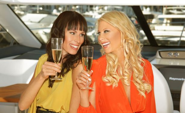 Nina (vas.) ja Maria elävät luksuselämää Marbellassa.